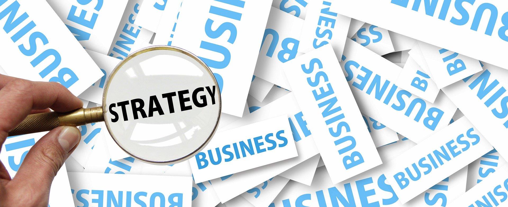 Read more about the article אסטרטגיה שיווקית: האם לשווק את המוצר, את עצמי, או את העסק